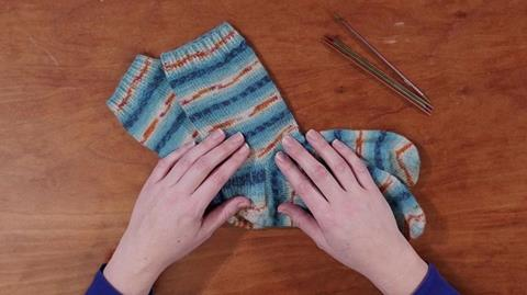 How to knit socks with Rosee Woodland